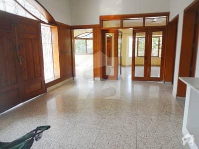 ایف ۔ 10/3 ایف ۔ 10 اسلام آباد میں 8 کمروں کا 1.5 کنال مکان 13 کروڑ میں برائے فروخت۔