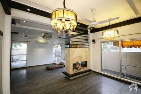 بینکرز کوآپریٹو ہاؤسنگ سوسائٹی لاہور میں 5 کمروں کا 1 کنال مکان 1.3 لاکھ میں کرایہ پر دستیاب ہے۔