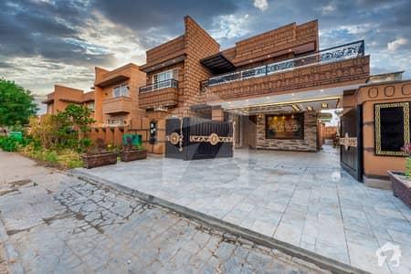 بحریہ سپرنگ بحریہ ٹاؤن سیکٹر B بحریہ ٹاؤن لاہور میں 7 کمروں کا 1 کنال مکان 5.5 کروڑ میں برائے فروخت۔
