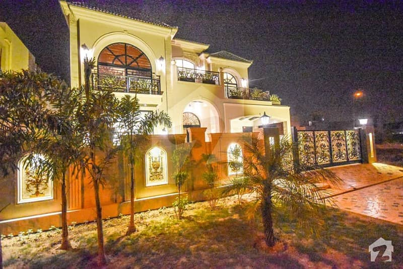 1 kanal brand new Spanish design bungalow for sale in phase 6