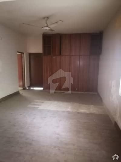 گلبرگ 2 گلبرگ لاہور میں 4 کمروں کا 9 مرلہ مکان 4.7 کروڑ میں برائے فروخت۔