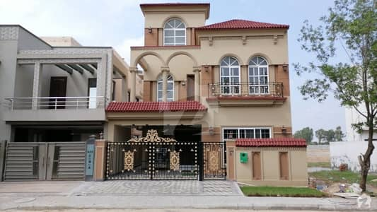 Facing Monument+mainboulevard 8marla Beautiful House Available For Sale Located In Bahri Orchard. .