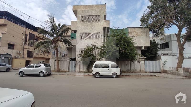 گلشنِ اقبال - بلاک 3 گلشنِ اقبال گلشنِ اقبال ٹاؤن کراچی میں 6 کمروں کا 10 مرلہ مکان 10 کروڑ میں برائے فروخت۔
