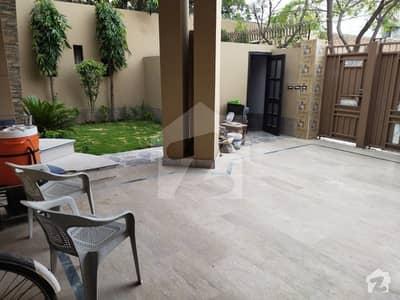 سعید کالونی فیصل آباد میں 5 کمروں کا 10 مرلہ مکان 2.3 کروڑ میں برائے فروخت۔