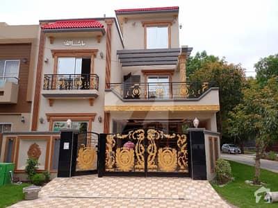بحریہ ٹاؤن عثمان بلاک بحریہ ٹاؤن سیکٹر B بحریہ ٹاؤن لاہور میں 5 کمروں کا 8 مرلہ مکان 2.8 کروڑ میں برائے فروخت۔