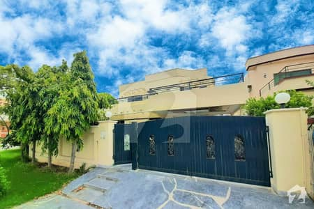 Well Maintained One Kanal Corner Bungalow Located At Heart Of Phase 4 Near Park And Market