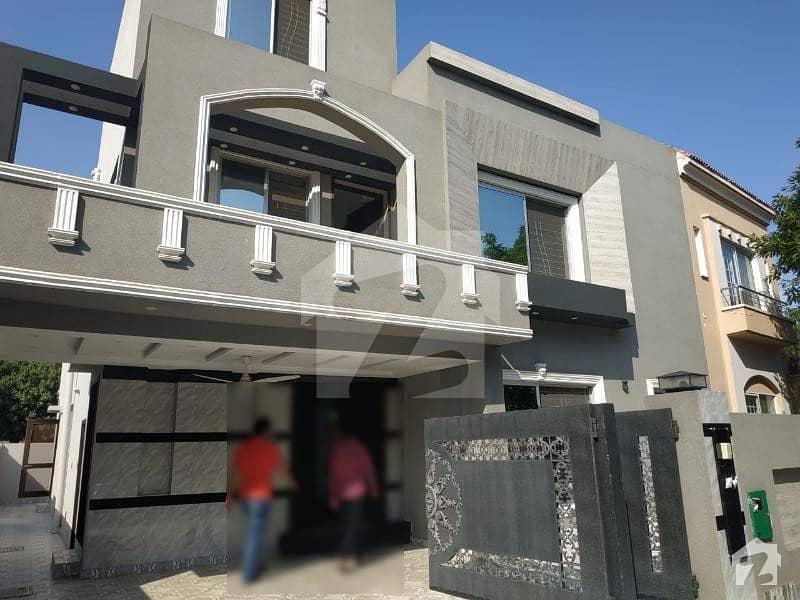 بحریہ ٹاؤن ۔ بلاک ڈی ڈی بحریہ ٹاؤن سیکٹرڈی بحریہ ٹاؤن لاہور میں 5 کمروں کا 11 مرلہ مکان 2.3 کروڑ میں برائے فروخت۔