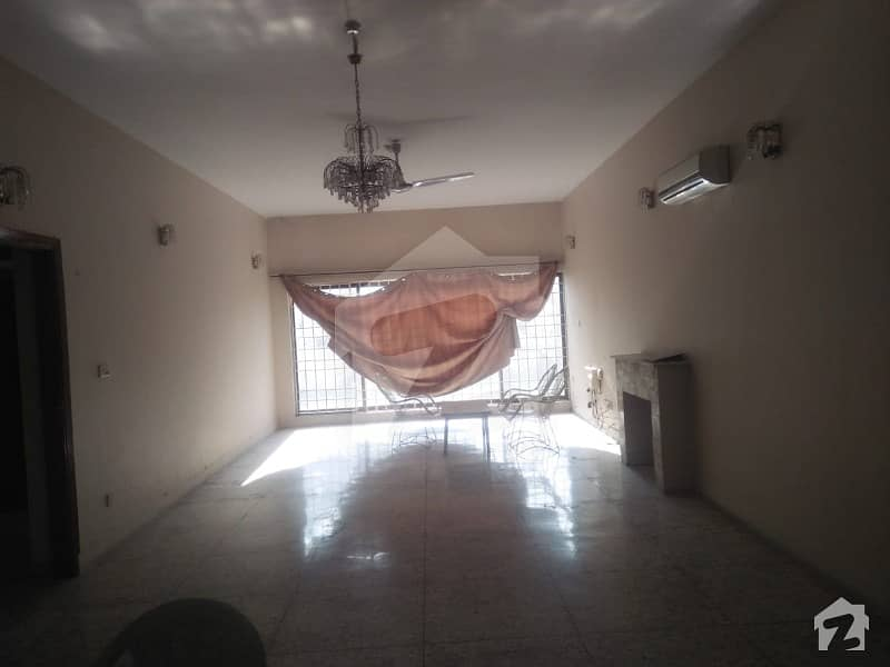 1200 Sq Yd Single Storey House Is Available For Rent
