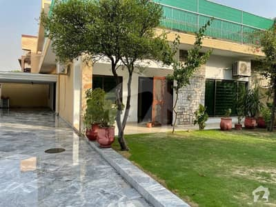 A House Available For Rent With Beautiful Lawn In F-8
