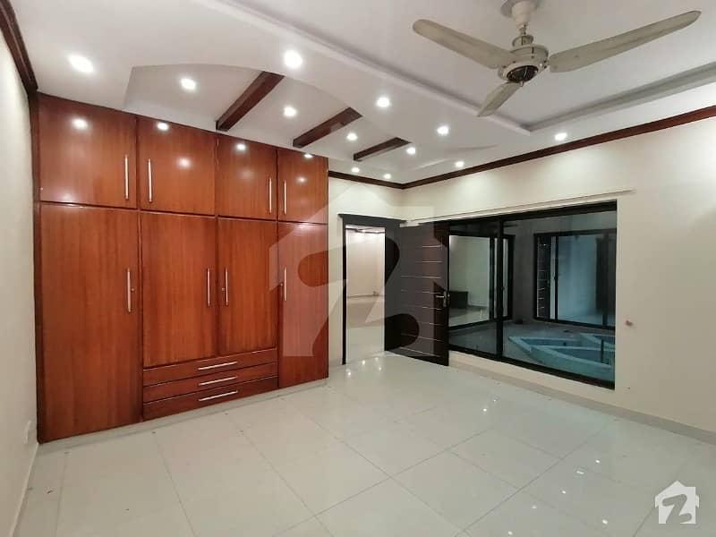 ڈی ایچ اے فیز 2 ڈیفنس (ڈی ایچ اے) لاہور میں 5 کمروں کا 2 کنال مکان 3.5 لاکھ میں کرایہ پر دستیاب ہے۔