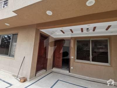 جموں اینڈ کشمیر ہاؤسنگ سوسائٹی جی ۔ 15 اسلام آباد میں 6 کمروں کا 12 مرلہ مکان 90 ہزار میں کرایہ پر دستیاب ہے۔