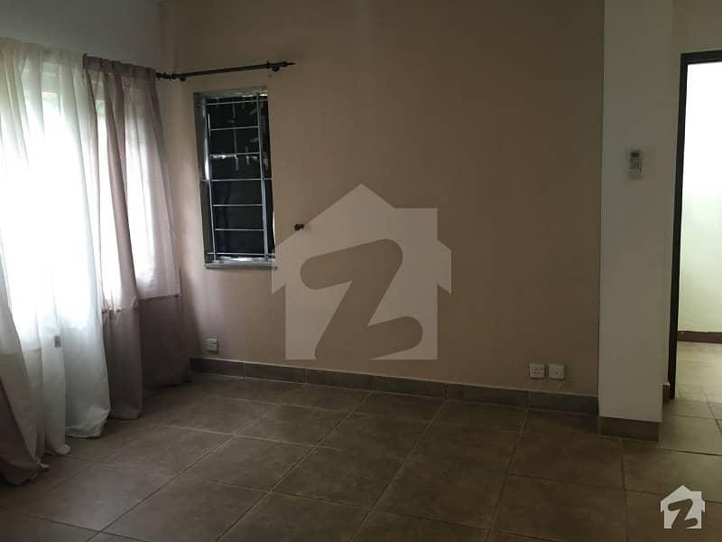 ایف ۔ 10/4 ایف ۔ 10 اسلام آباد میں 6 کمروں کا 1.02 کنال مکان 8.5 کروڑ میں برائے فروخت۔