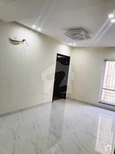 بحریہ ٹاؤن اقبال بلاک بحریہ ٹاؤن سیکٹر ای بحریہ ٹاؤن لاہور میں 1 کمرے کا 2 مرلہ فلیٹ 45 لاکھ میں برائے فروخت۔
