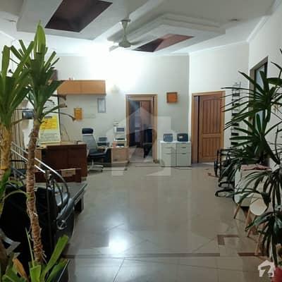 جوہر ٹاؤن فیز 2 جوہر ٹاؤن لاہور میں 5 کمروں کا 16 مرلہ مکان 1.45 لاکھ میں کرایہ پر دستیاب ہے۔