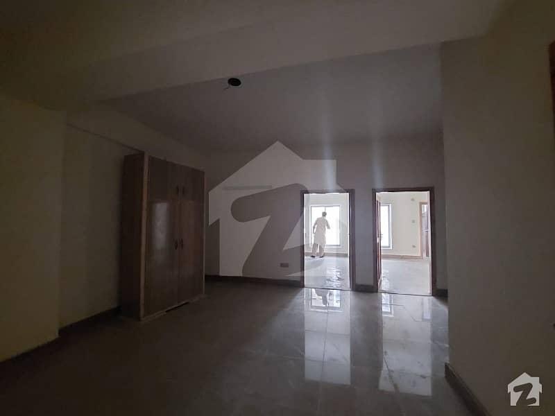 یونیورسٹی ٹاؤن پشاور میں 2 کمروں کا 5 مرلہ فلیٹ 70 لاکھ میں برائے فروخت۔