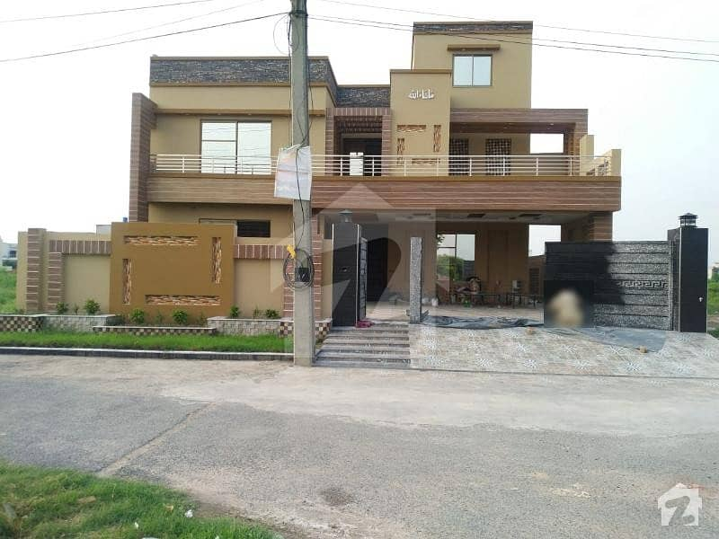 نشیمنِ اقبال فیز 2 نشیمنِ اقبال لاہور میں 7 کمروں کا 1 کنال مکان 3.25 کروڑ میں برائے فروخت۔