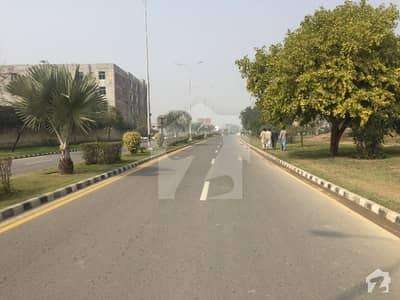 لیک سٹی ۔ سیکٹر ایم ۔ 3 لیک سٹی رائیونڈ روڈ لاہور میں 1 کنال رہائشی پلاٹ 2.2 کروڑ میں برائے فروخت۔