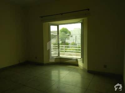 ڈی ایچ اے فیز 2 ڈیفنس (ڈی ایچ اے) لاہور میں 4 کمروں کا 1 کنال مکان 1.25 لاکھ میں کرایہ پر دستیاب ہے۔