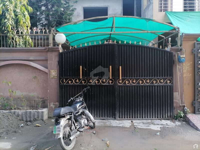 عامر ٹاؤن ہربنس پورہ لاہور میں 5 کمروں کا 10 مرلہ مکان 2 کروڑ میں برائے فروخت۔