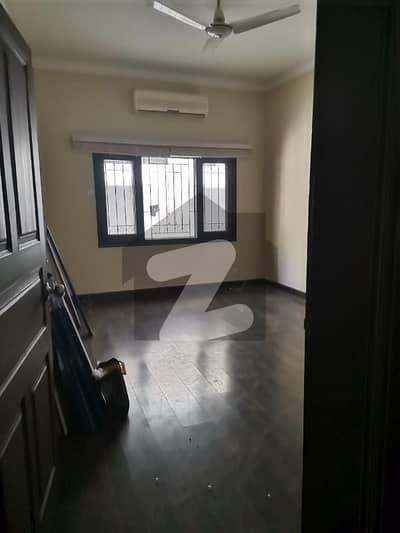 ایف ۔ 10/3 ایف ۔ 10 اسلام آباد میں 6 کمروں کا 1.33 کنال مکان 13 کروڑ میں برائے فروخت۔