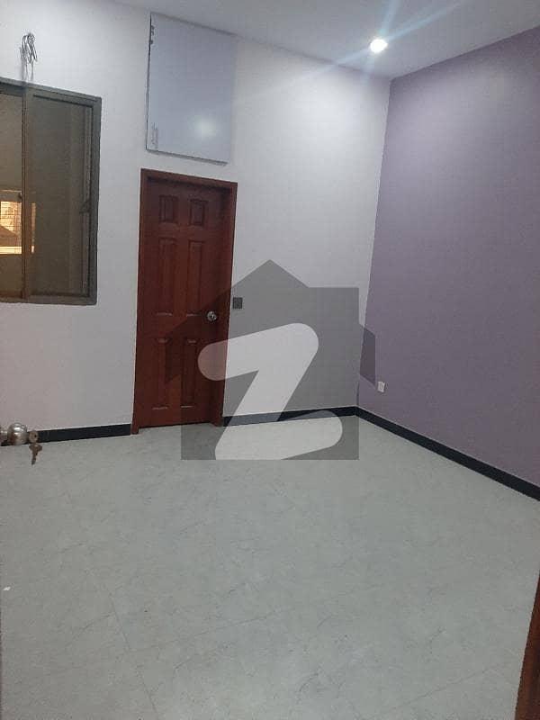 گلستان جوہر - بلاک 9-A گلستانِ جوہر کراچی میں 7 کمروں کا 5 مرلہ مکان 90 ہزار میں کرایہ پر دستیاب ہے۔