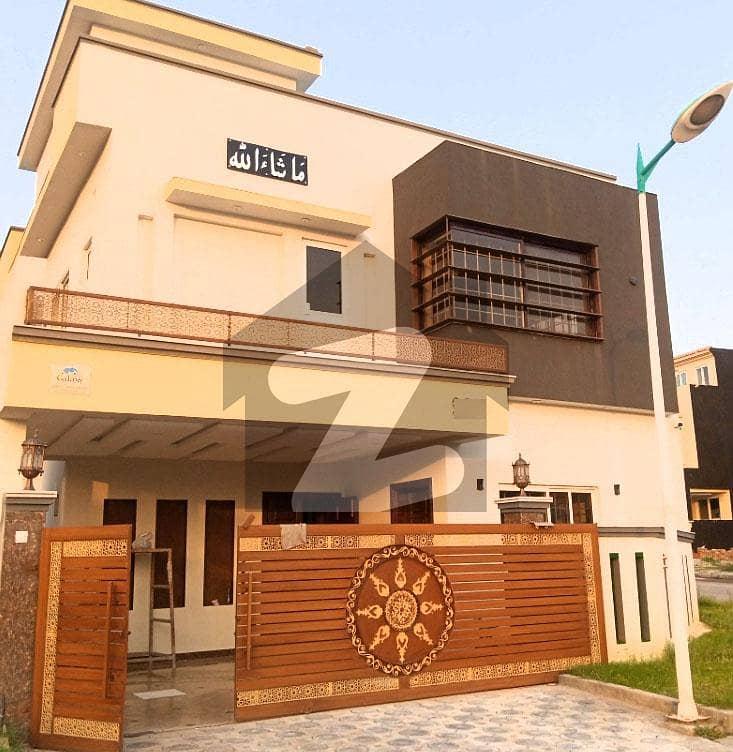بحریہ ٹاؤن فیز 8 بحریہ ٹاؤن راولپنڈی راولپنڈی میں 5 کمروں کا 10 مرلہ مکان 2.8 کروڑ میں برائے فروخت۔