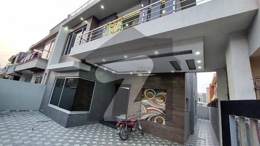 10 Marla New House Is Available For Sale Near Park