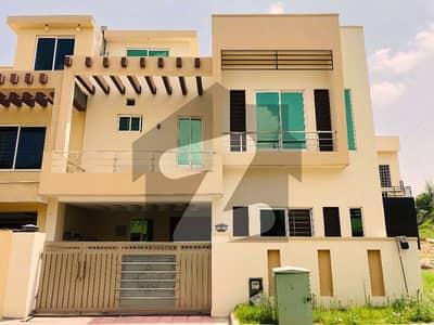 68 ہائی اسٹریٹ بحریہ ٹاؤن راولپنڈی راولپنڈی میں 5 کمروں کا 7 مرلہ مکان 1.7 کروڑ میں برائے فروخت۔