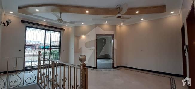 ڈی ایچ اے فیز 1 - بلاک ایم فیز 1 ڈیفنس (ڈی ایچ اے) لاہور میں 5 کمروں کا 2 کنال مکان 3.5 لاکھ میں کرایہ پر دستیاب ہے۔