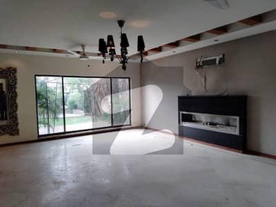 ڈی ایچ اے فیز 2 - بلاک یو فیز 2 ڈیفنس (ڈی ایچ اے) لاہور میں 5 کمروں کا 2 کنال مکان 3.5 لاکھ میں کرایہ پر دستیاب ہے۔