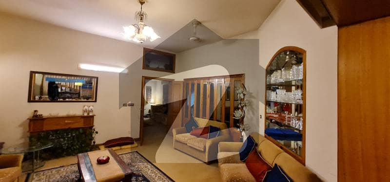 ایف ۔ 11/3 ایف ۔ 11 اسلام آباد میں 6 کمروں کا 1 کنال مکان 8.7 کروڑ میں برائے فروخت۔