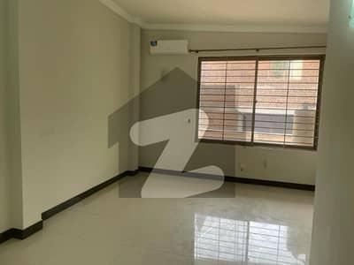 ایف ۔ 8 اسلام آباد میں 5 کمروں کا 1 کنال مکان 4 لاکھ میں کرایہ پر دستیاب ہے۔