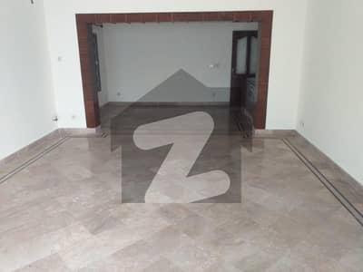 ایف ۔ 10 اسلام آباد میں 10 کمروں کا 2.04 کنال مکان 16.5 کروڑ میں برائے فروخت۔