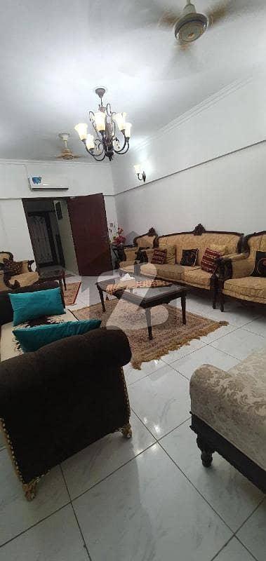 شاہراہِ قائدین کراچی میں 3 کمروں کا 11 مرلہ فلیٹ 3.3 کروڑ میں برائے فروخت۔
