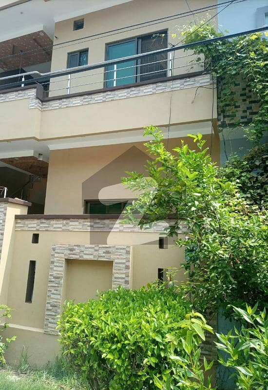 10 Marla Double Storey Owner Build Solid Construction Ideal Location House