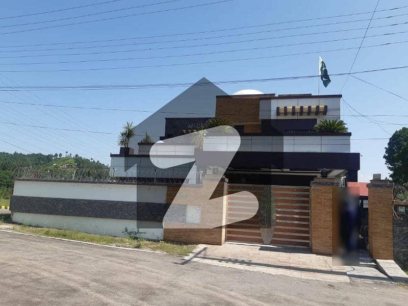 قراقرم ہائی وے مانسہرہ میں 10 کمروں کا 1 کنال مکان 5 کروڑ میں برائے فروخت۔
