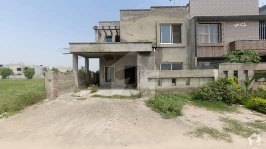 گرینڈ ایوینیو ہاؤسنگ سکیم ۔ بلاک اے گرینڈ ایوینیوز ہاؤسنگ سکیم لاہور میں 5 کمروں کا 10 مرلہ مکان 1.85 کروڑ میں برائے فروخت۔