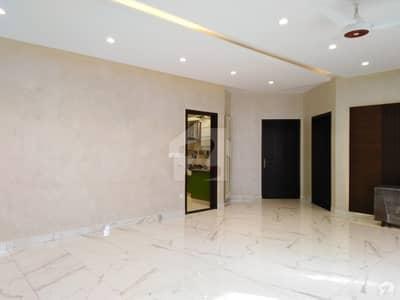 ڈی ایچ اے فیز 7 ڈی ایچ اے کراچی میں 4 کمروں کا 1 کنال بالائی پورشن 2.7 کروڑ میں برائے فروخت۔