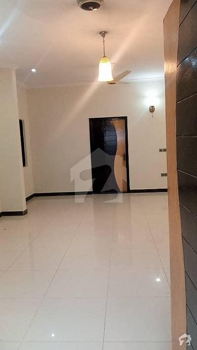 خالد بِن ولید روڈ کراچی میں 3 کمروں کا 8 مرلہ بالائی پورشن 2.6 کروڑ میں برائے فروخت۔