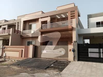 خیابانِ گارڈنز فیصل آباد میں 6 کمروں کا 11 مرلہ مکان 3.25 کروڑ میں برائے فروخت۔