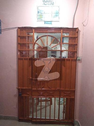 نشتر روڈ (لارنس روڈ) کراچی میں 3 کمروں کا 4 مرلہ فلیٹ 55 لاکھ میں برائے فروخت۔