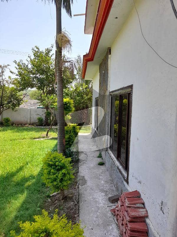 چتر اسلام آباد میں 7 کمروں کا 2 کنال مکان 3.9 کروڑ میں برائے فروخت۔