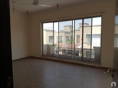 ڈی ایچ اے ڈیفینس فیز 1 - ڈیفینس ولاز ڈی ایچ اے فیز 1 - سیکٹر ایف ڈی ایچ اے ڈیفینس فیز 1 ڈی ایچ اے ڈیفینس اسلام آباد میں 4 کمروں کا 11 مرلہ مکان 3 کروڑ میں برائے فروخت۔
