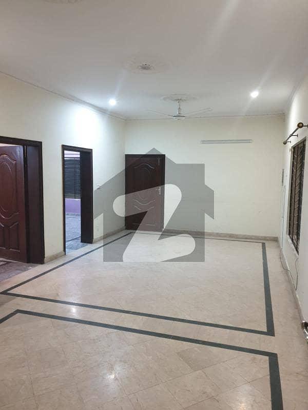نشیمنِ اقبال فیز 1 نشیمنِ اقبال لاہور میں 2 کمروں کا 10 مرلہ فلیٹ 30 ہزار میں کرایہ پر دستیاب ہے۔