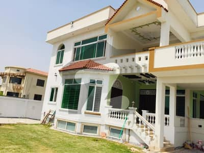 One Kanal House On Service Rode Is Avaialable For Rent
