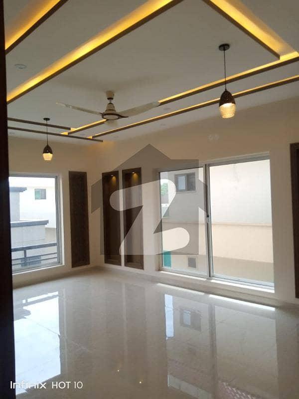 بحریہ ٹاؤن فیز 2 بحریہ ٹاؤن راولپنڈی راولپنڈی میں 5 کمروں کا 10 مرلہ مکان 3.3 کروڑ میں برائے فروخت۔