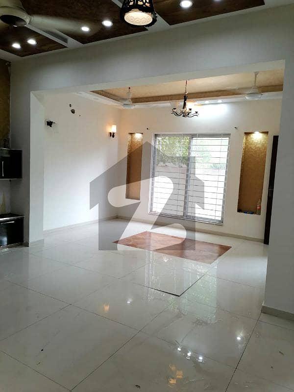 بحریہ ٹاؤن فیز 2 بحریہ ٹاؤن راولپنڈی راولپنڈی میں 5 کمروں کا 10 مرلہ مکان 3.1 کروڑ میں برائے فروخت۔