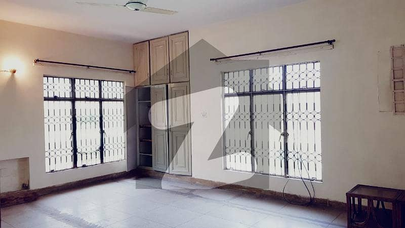 ڈی ایچ اے فیز 2 ڈیفنس (ڈی ایچ اے) لاہور میں 2 کمروں کا 1 کنال بالائی پورشن 45 ہزار میں کرایہ پر دستیاب ہے۔