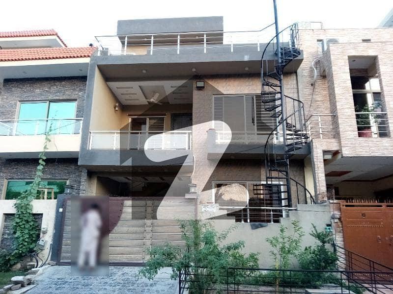 ای ۔ 11/2 ای ۔ 11 اسلام آباد میں 4 کمروں کا 6 مرلہ مکان 3.3 کروڑ میں برائے فروخت۔