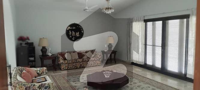 ڈی ایچ اے فیز 6 ڈی ایچ اے کراچی میں 2 کمروں کا 2 کنال کمرہ 65 ہزار میں کرایہ پر دستیاب ہے۔